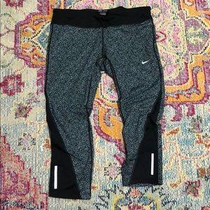 Crop Nike leggings, sz Large